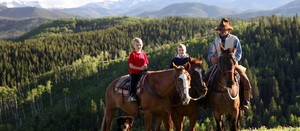 Experience-Horseback-Pack-Trips-1-Photo-Courtesy-of-Andrew-Penner-1024x446